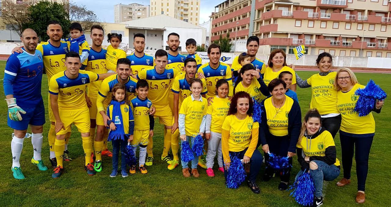 El Isla Cristina FC celebra su ascenso a la división de honor y el título de campeón con una gran fiesta