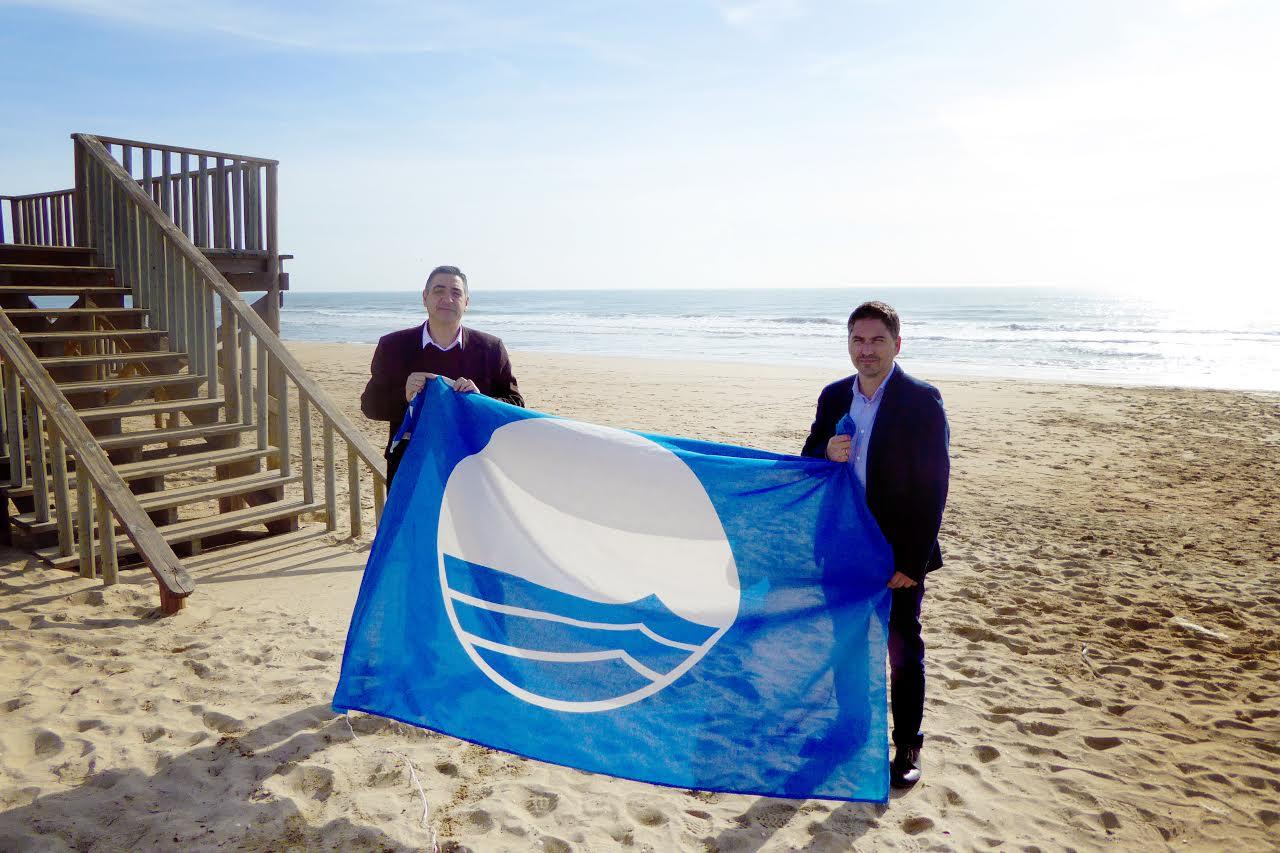 Islantilla renueva sus certificados Bandera Azul y Sendero Azul