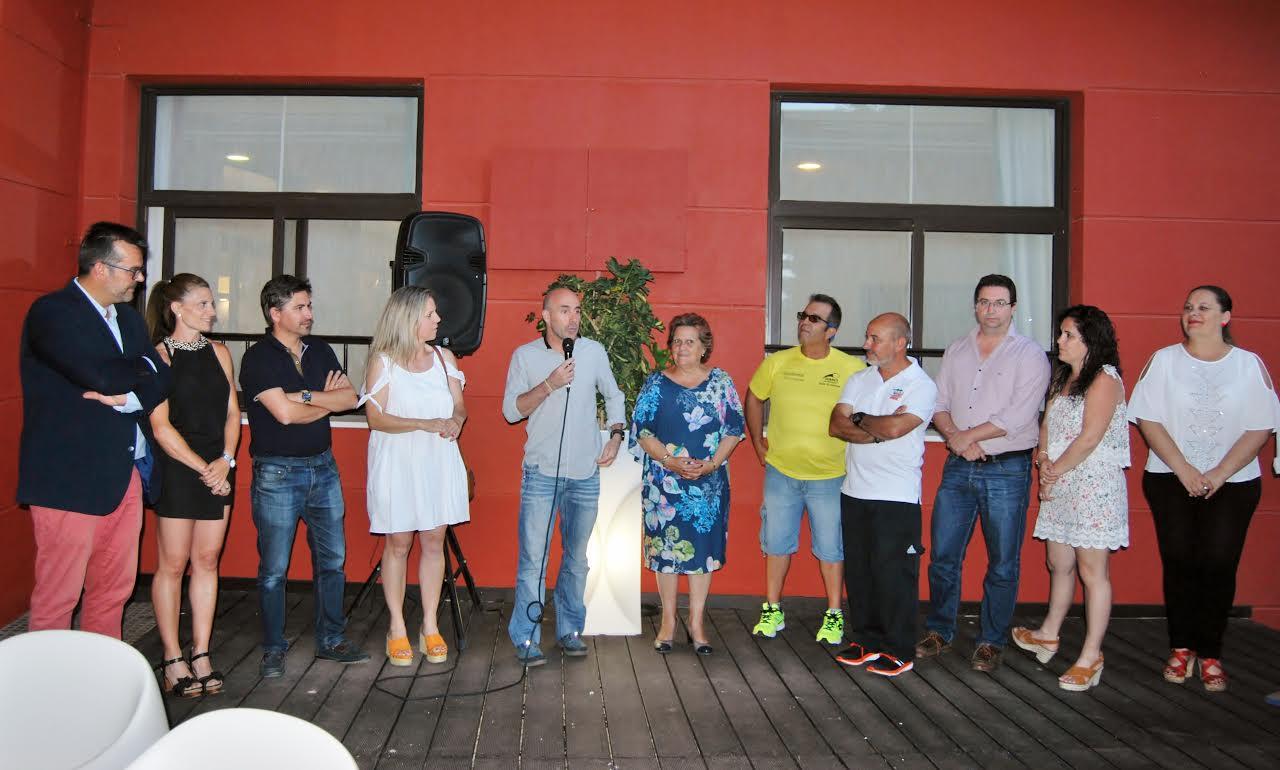 Las autoridades locales isleñas reciben a los deportistas del Campeonato Andaluz de Atletismo
