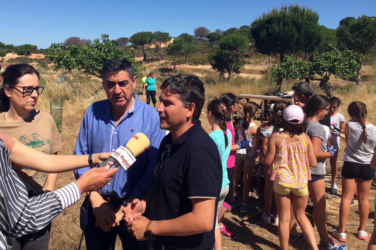 Escolares del CEIP 'Las Gaviotas' celebran el Día Mundial del Medio Ambiente en el Parque 'El Camaleón' de Islantilla