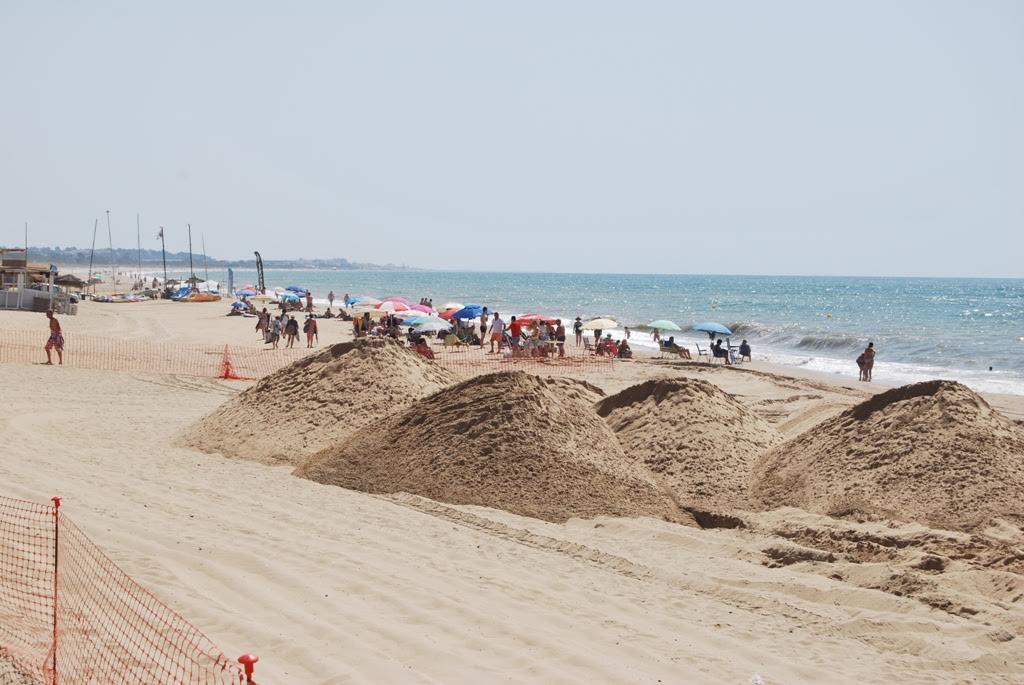 Comienzan los trabajos de relleno en la Playa Central de Isla Cristina