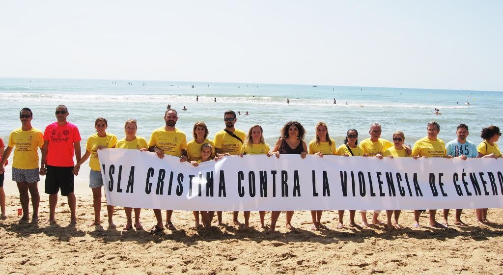 Éxito de participación en la II Cadena Humana Contra la Violencia de Género en las playas de Isla Cristina