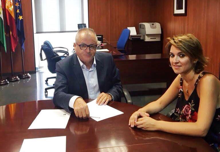 Primer contacto de la Delegada de Igualdad de Isla Cristina con el Delegado Territorial onubense