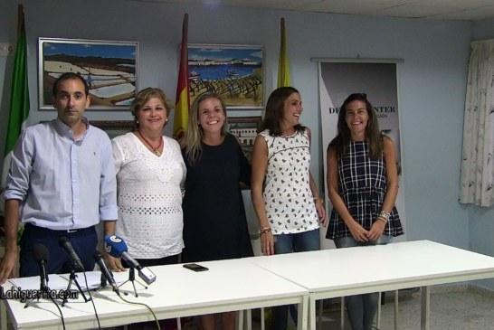 Entrega de premios a los participantes ganadores en las fiestas de la Virgen del Mar