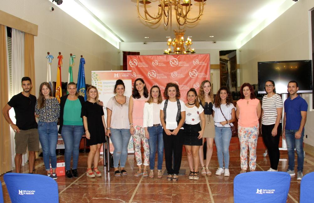 Diputación entrega a 12 jóvenes de la provincia las becas HEBE Inmersión Lingüística con estancia en Inglaterra