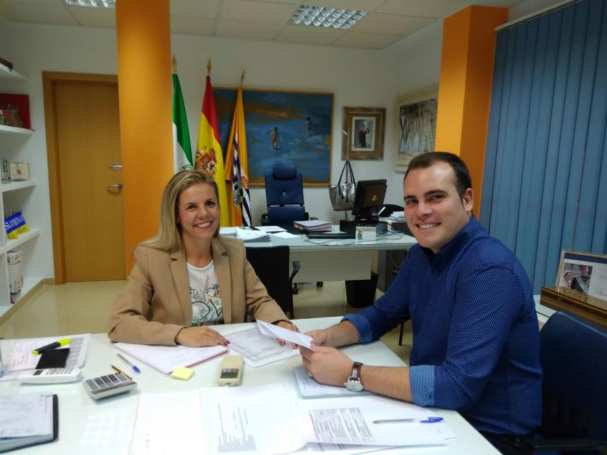 La Alcaldesa de Isla Cristina recibe al nuevo Presidente del Partido Popular de la localidad