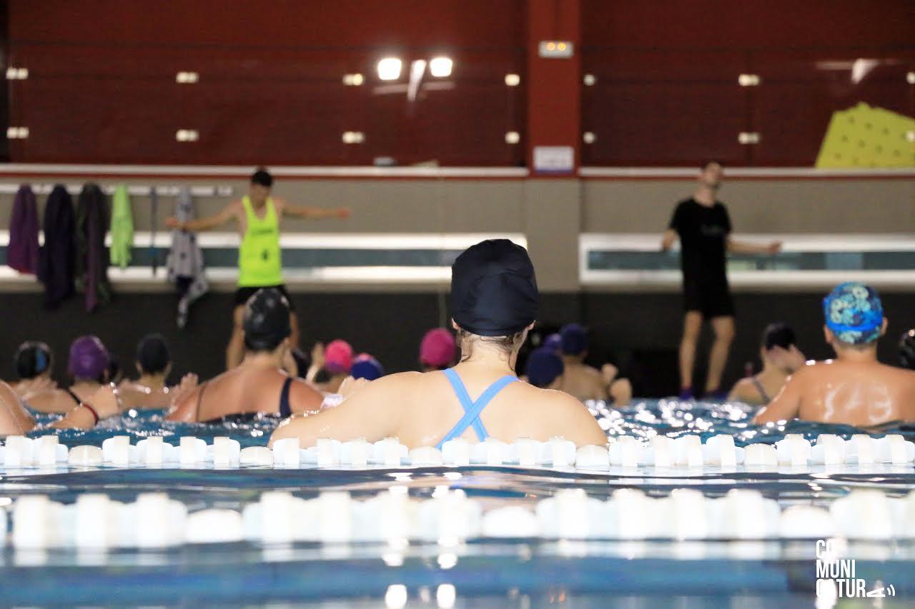Medio centenar de niños, en natación en los cursos de El Saladillo