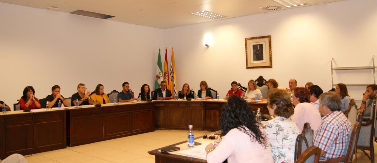 El ayuntamiento isleño concede la distinción de Hija Predilecta a María de los Ángeles Infante