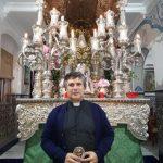 El Padre Francisco hace una oración por los Santos y Difuntos en la Hermandad del Rocío de Isla Cristina