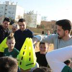 La asociación de futbolistas solidarios aporta material al Atletic Onubense tras su evento benéfico de golf