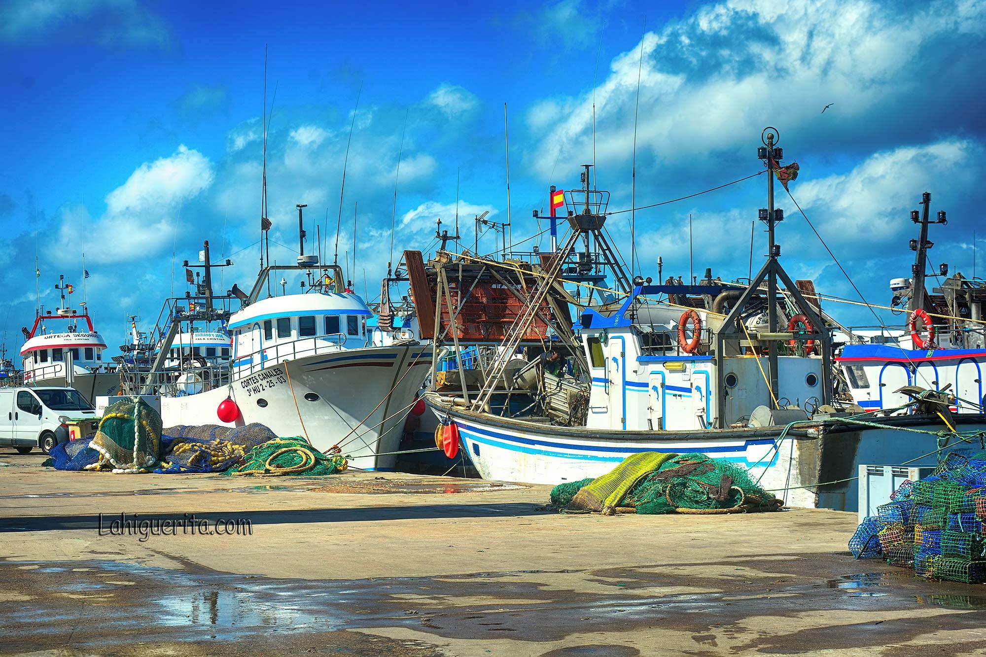 El sector pesquero onubense estima pérdidas por tres millones de euros por amarre y desperfectos en barcos