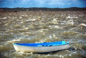 Mar revuelto en la Ría de Isla Cristina