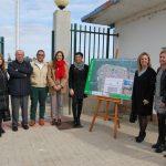 Junta y Ayuntamiento presentan el comienzo de las obras del puerto pesquero