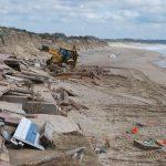 Comenzó la retirada de escombros de la Playa Central de Isla Cristina