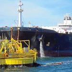Una mancha de crudo amenaza con llegar a la Costa de Huelva y activan el plan de emergencia