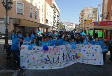 """""""Marea Azul"""" en Isla Cristina para visibilizar el Autismo"""