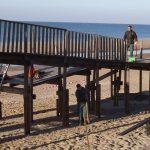 Islantilla ultima la retirada de las pasarelas dañadas por el temporal