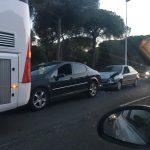 Accidente múltiple en Isla Cristina con cuatro coches y un autobús implicados