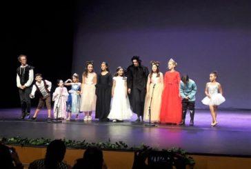 El Taller de Teatro de Isla Cristina cierra el curso con una representación infantil de 'La Princesa Cisne'