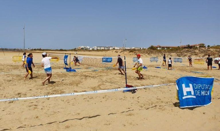 Mucho calor durante el primer Torneo de Bádminton en Isla Cristina