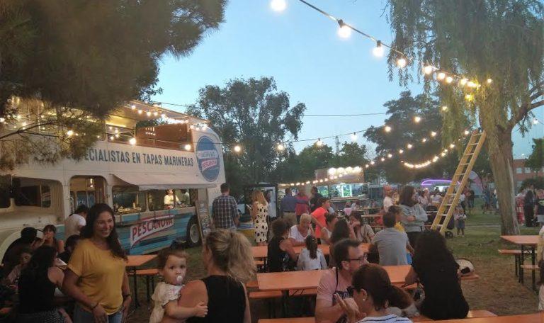 La Fiesta de los 80' de Isla Cristina calienta motores con un festival de 'Food Trucks'