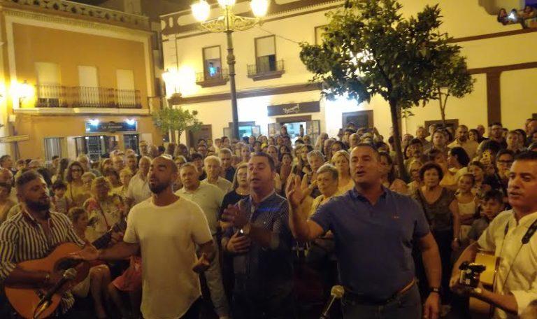 Kalandraque canta la Salve al Simpecado de la Hermandad del Rocío de Isla Cristina