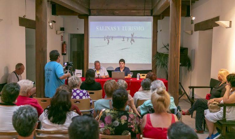 Las salinas isleñas como reclamo turístico en Los Martes Culturales