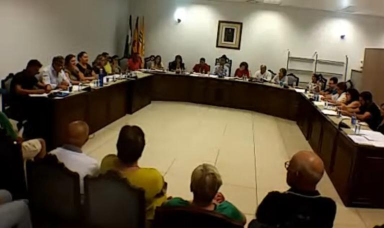 El pleno exige al Gobierno Central que cumpla con los pagos a los  Ayuntamientos y a la Junta de Andalucía.