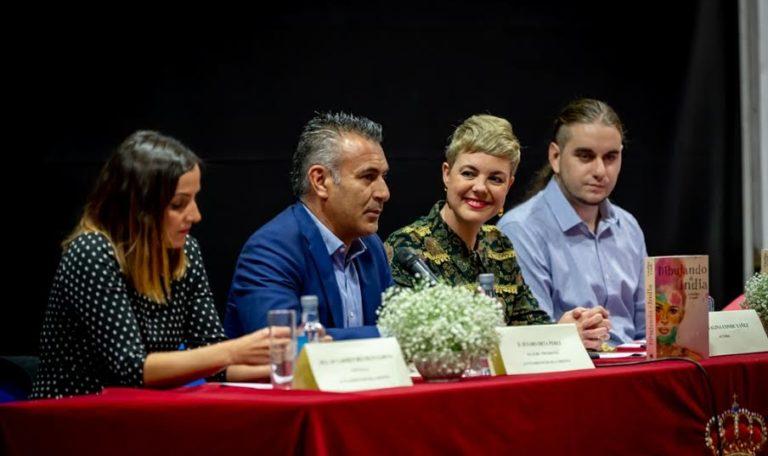 Gran expectación en la presentación del libro de la escritora isleña Catalina Conde