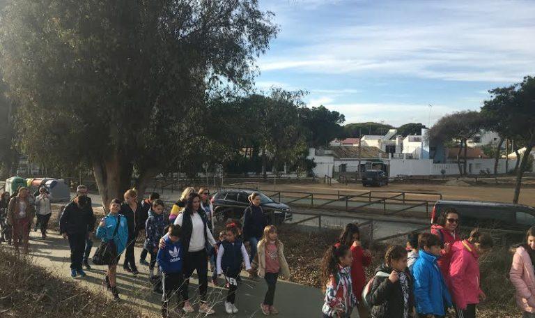 Cerca de medio centenar de niños y niñas participan en la Ruta de senderismo en el marco de la II Semana de la Infancia