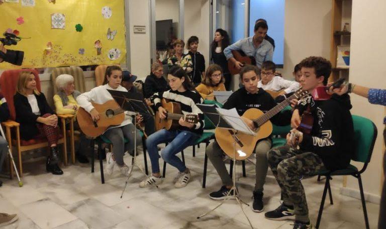 Celebrado un encuentro intergeneracional musical en la residencia de Mayores en el marco del III Mes dedicado a este colectivo