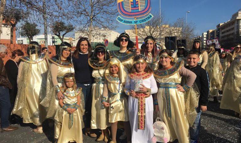 Los niños y niñas isleños protagonistas de la multitudinaria Cabalgata de Disfraces que ha recorrido hoy las calles de la localidad