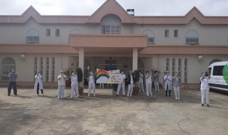 Unidades del Ejército desinfectan Residencia de Mayores y Centro de Salud