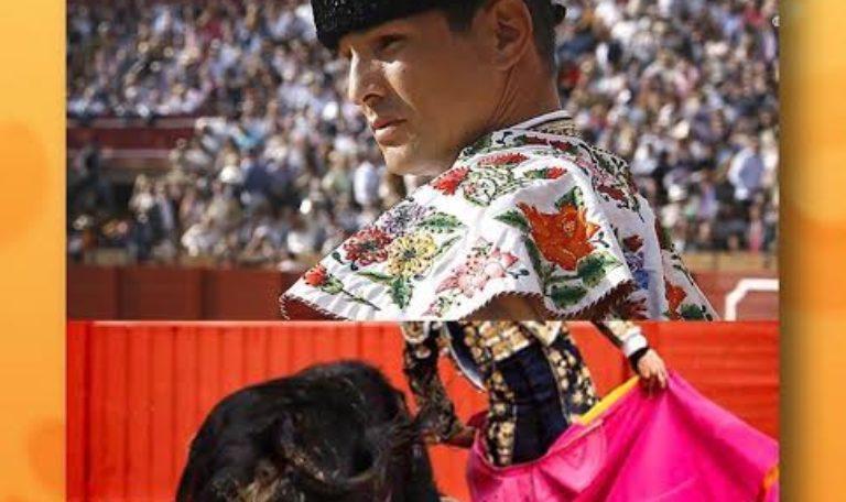 José María Manzanares regala su capote firmado para recaudar fondos contra el Covid19