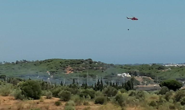 Controlan un incendio forestal declarado en un paraje entre Isla Cristina y Ayamonte