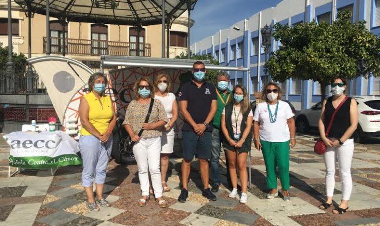 La Caravana de la AECC visita Isla Cristina para prevenir sobre los efectos nocivos del sol y el cáncer de piel
