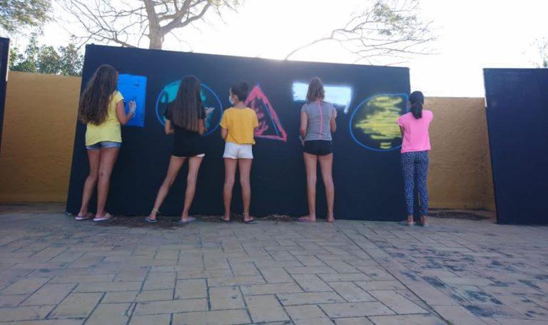 Una veintena de jóvenes participan en el Taller de Graffiti que se clausuró ayer en Isla Cristina