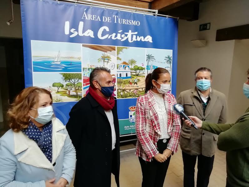 La Delegada de Turismo visita Isla Cristina