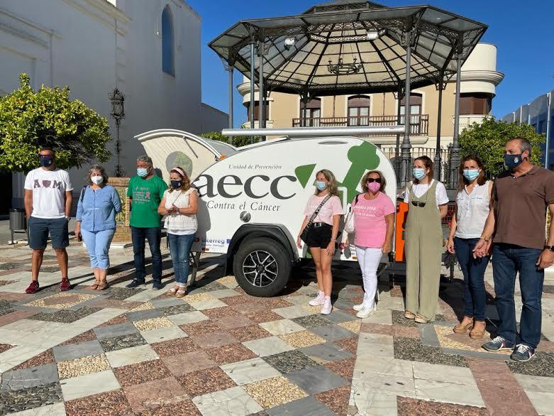 La minicaravana de la AECC llega Isla cristina para prevenir sobre el cáncer de piel