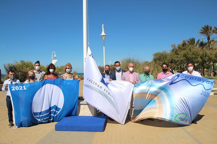 Izada de los distintivos Q de Calidad Turística, Bandera Azul y EcoPlayas de Islantilla