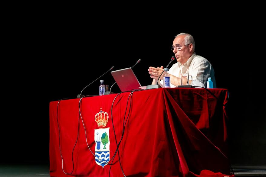 El profesor isleño Jesús Bogarín ofrece una conferencia en el Ciclo 'Martes Culturales'