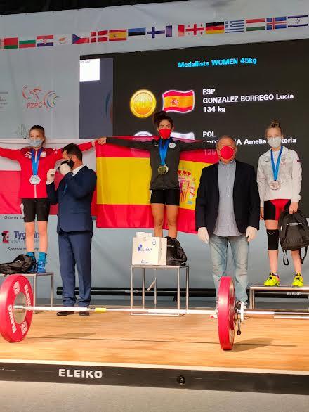 Lucía González Borrego, campeona de Europa de halterofilia sub-15 en Polonia