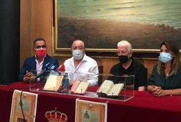 El ex editor de La Higuerita dona una decena de libros de Roque barcia al Ayuntamiento de Isla Cristina