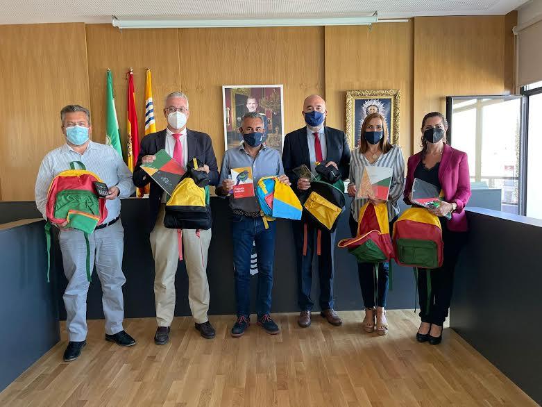 El Ayuntamiento entregará 211 kits escolares donados por la Fundación la Caixa a familias vulnerables
